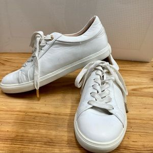 TOPSHOP White sneakers with gold trims